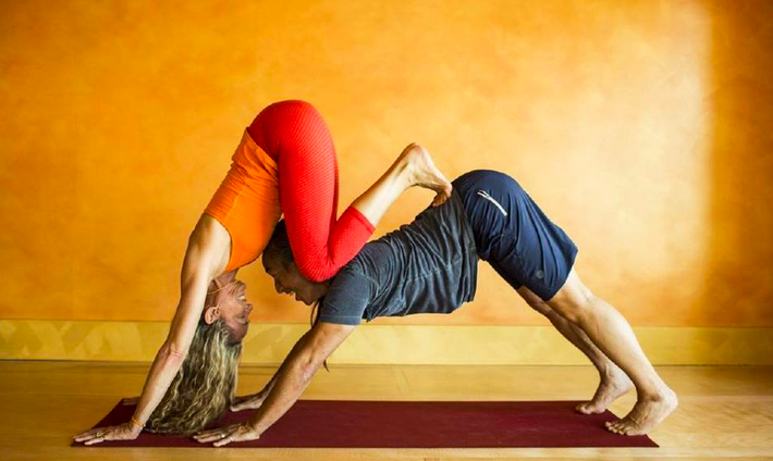 Rodney Yee and his wife Colleen both practice and teach yoga. (Photo: yeeyoga.com)